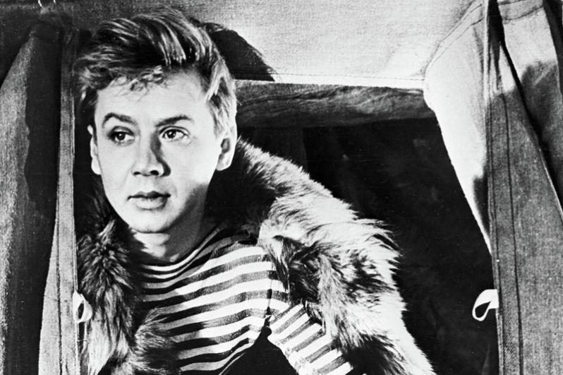 Олег Табаков в роли Николая Бабушкина в фильме «Молодо – зелено». 1962 год.