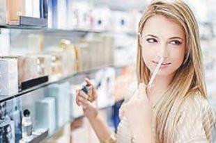 Покупатель может ознакомиться с запахом духов.