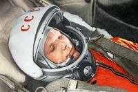Юрий Гагарин в кабине космического корабля «Восток» во время первого в мире орбитального космического полета 12 апреля 1961 года.