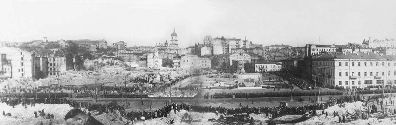Парад Победы в Киеве на площади Калинина, 9 мая 1945 года.