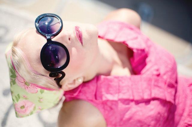 Не все солнцезащитные очки безопасны для глаз.