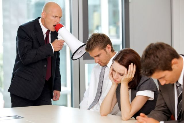 Даже если вам очень обидно, ни в коем случае не оскорбляйте босса в ответ.