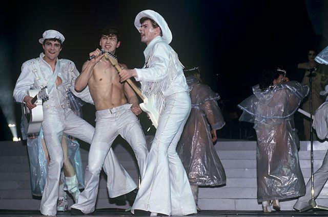 Выступление популярной группы «На-на» на концерте в Кремлевском Дворце съездов, 1994 г.
