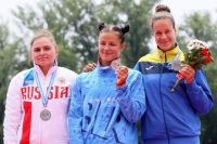 Белоруска Елена Ноздрева (по центру) установила мировой рекорд.