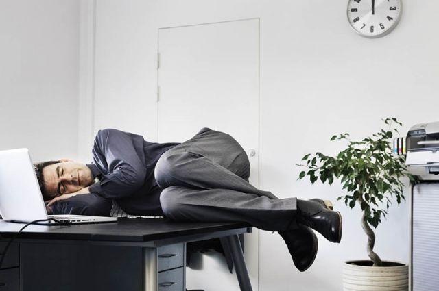 Сон - прекрасный вид отдыха. Но после работы.