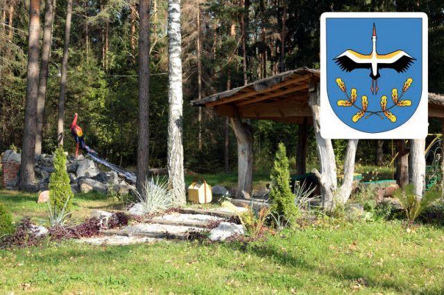 На гербе Лельчиц - белый аист с дубовым венком. Не с тем ли, что упал с головы Беляны?