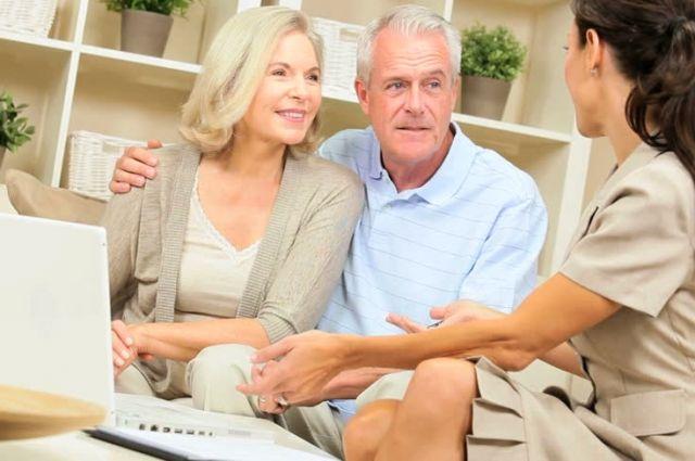 Средства на вкладе, пусть он и числится за супругой, считаются совместной собственностью.