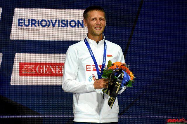 Дмитрий Дюбин на пьедестале чемпионата Европы в Берлине.