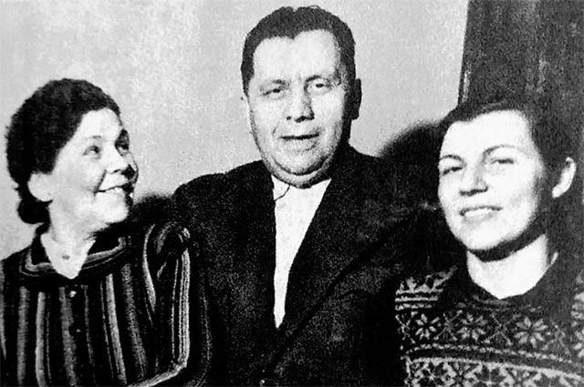 Наум Эйтингон с Ольгой Наумовой и Зоей Зарубиной, 1950 г.