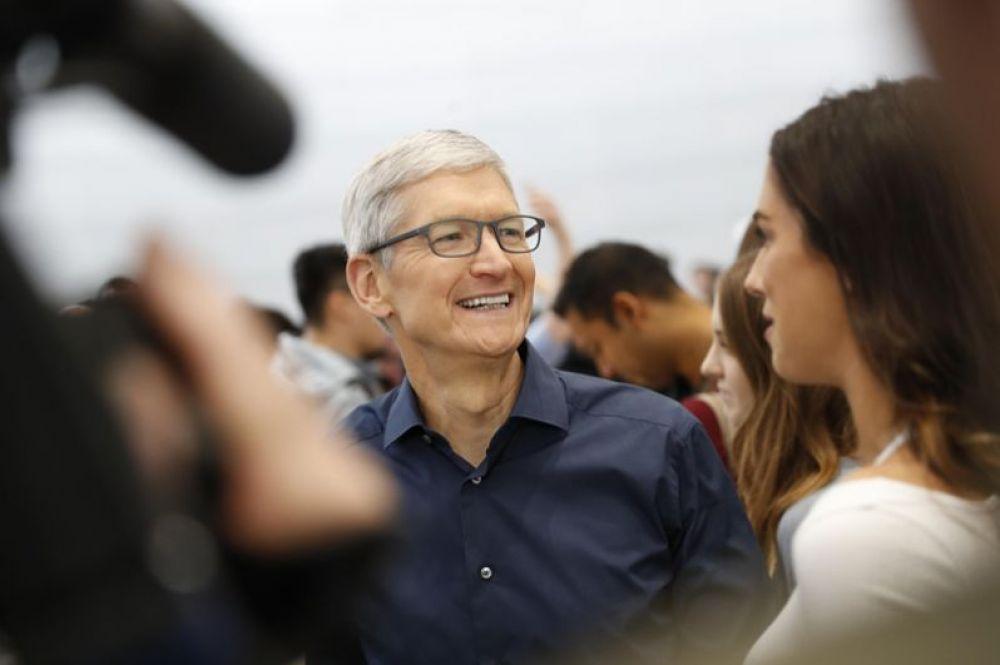 Генеральный директор компании Apple Тим Кук на презентации.