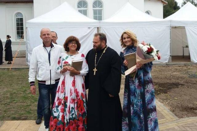 По приглашению Анатолия Лазуркина (слева) в празднике приняли участие Ядвига Поплавская и Анастасия Тиханович.