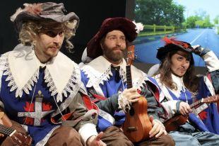В этом году «ТЕАРТ» изменил ситуацию: в Минск приехали два финских спектакля — «Три мушкетера. К востоку от Вены» и «Просто киносъемка».