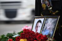 Цветы и портреты жертв нападения на Керченский политехнический колледж.