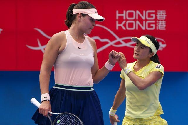 tennisistka-pokazala-trusi-belie-trusiki-video-onlayn