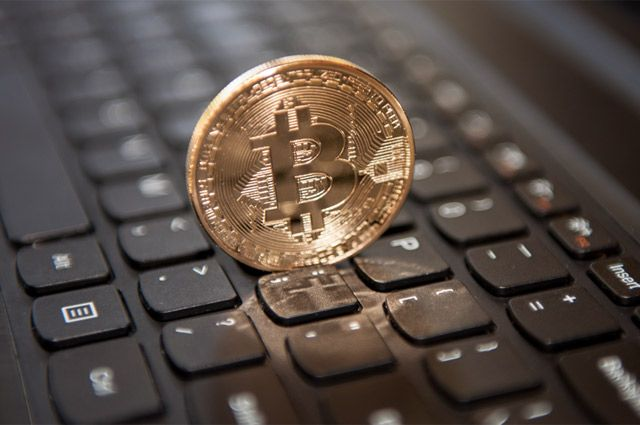 Евгений ОЛЕЙНИК Курс криптовалюты в течение двух-трех дней может снизиться более чем на 50%.