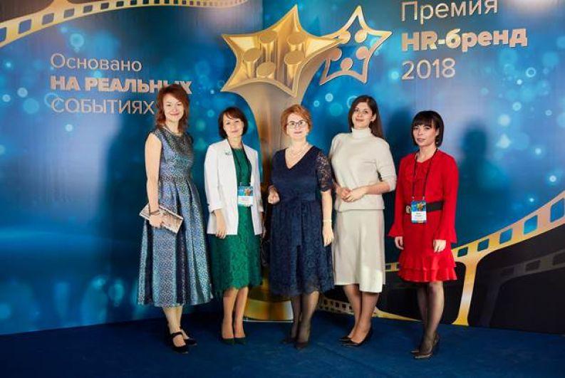 Организатор конкурса с представителями независимого международного жюри, слева направо: Нина Осовицкая, Вероника Королева, Светлана Шапорова, Виктория Рындина, Юлия Бачурко.