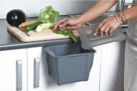 Остатки пищи лучше не просто выбрасывать, а компостировать.