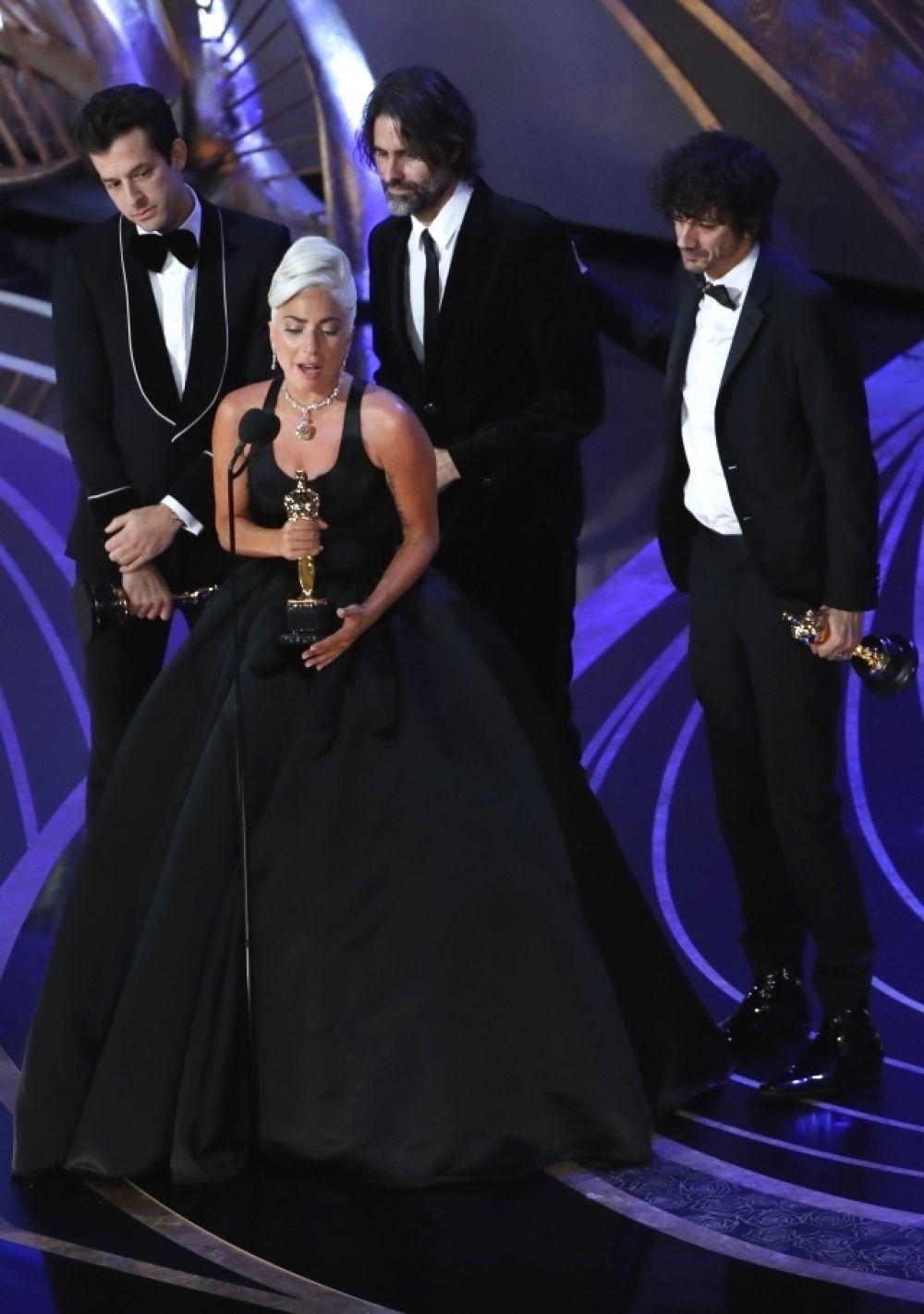 Леди Гага получила «Оскар» за композицию «Shallow» из фильма «Звезда родилась».