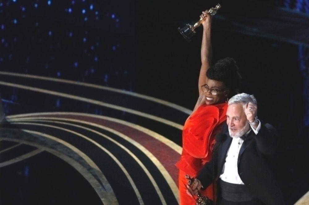 Лучший художник-постановщик - Ханна Бичлер («Черная пантера») и Джей Карт.