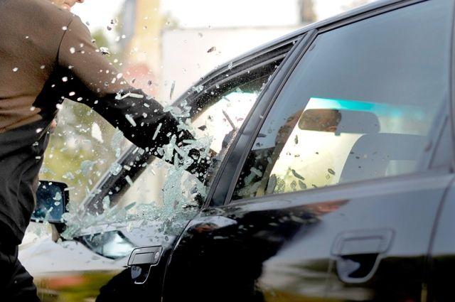 Фиксируется всплеск повреждений хулиганами автомобилей.