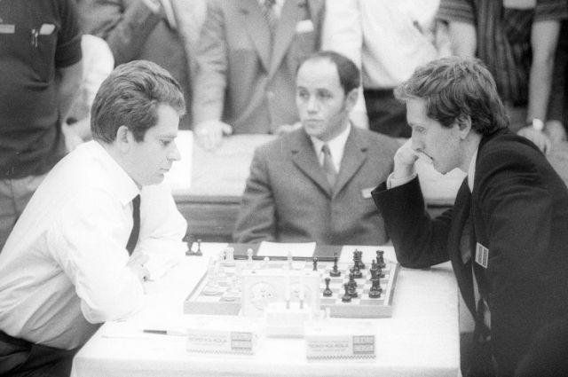 Матч за звание ЧМ по шахматам 1972. Слева - Б. Спасский, справа - Б. Фишер.