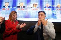 Кандидат в президенты Украины, актер Владимир Зеленский с супругой Еленой.