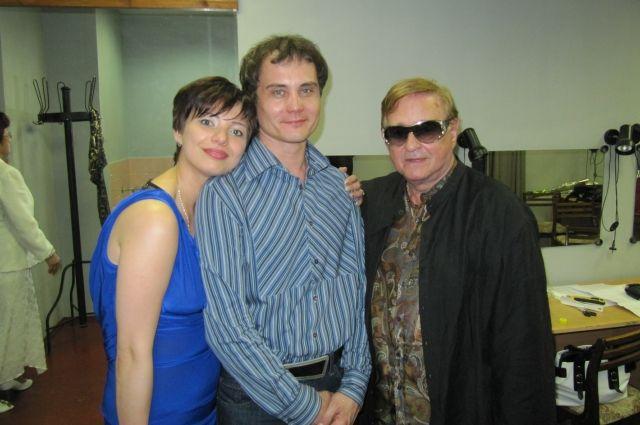 Один из спектаклей Д. Балыко (слева), «Психоаналитик для психоаналитика», был поставлен в театре Романа Виктюка.