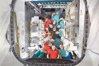 18-я долговременная экспедиция на МКС. Юрий Лончаков (на фото внизу крайний слева) был единственным представителем России, март 2009 г.