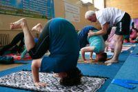 Йога – ещё более продвинутый уровень для активных пенсионеров.