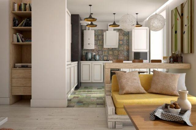 Кухня объединена с гостиной, а комната используется в качестве спальни.