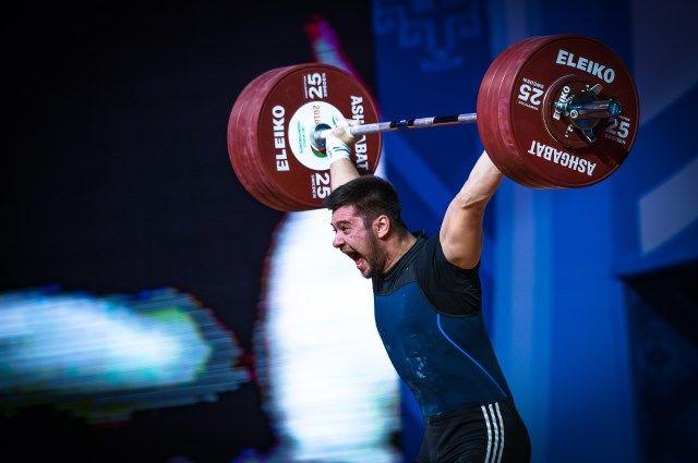 Евгений Тихонцов выиграл три золотые медали на чемпионате Европы по тяжелой атлетике в Батуми.