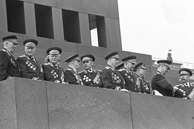 Маршалы Советского Союза на трибуне Мавзолея.