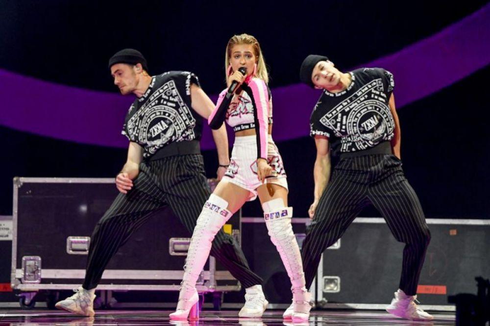 Представительница Беларуси 16-летняя ЗЕНА выступила под восьмым номером и представила песню «Like it» («Нравится»).