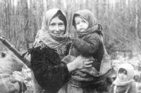 У детей, выросших в военное время, не было счастливого детства в обычном его понимании. Но, если была жива мама, это и было счастье.