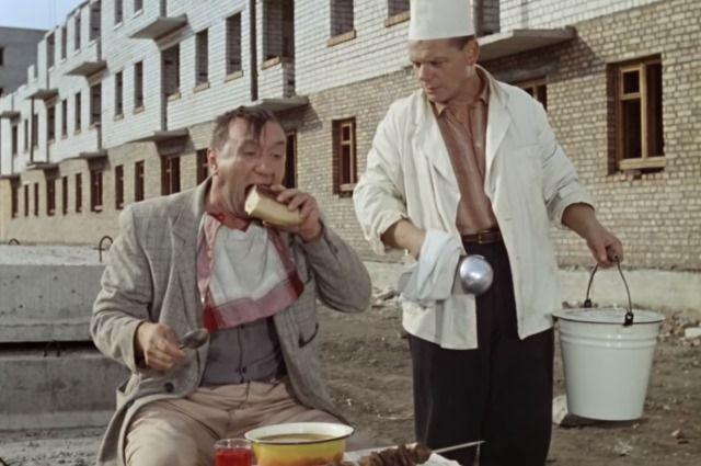 В трудовом кодексе нет конкретных указаний на то, когда у работника должен быть обеденный перерыв.