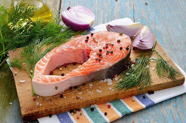 Порция рыбы раз в неделю снижает риск заболеть болезнью Альцгеймера в старости.