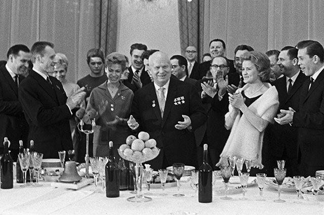 Никита Хрущев на приеме в Кремле в честь спортсменов, победивших на зимней Олимпиаде в Инсбруке, 1964 г.