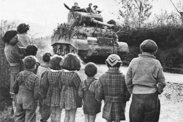 У них не было детства с игрушками и мороженым. Многие потеряли в войну всех своих родных. Единственное, что у них осталось, – память о том, как это было.