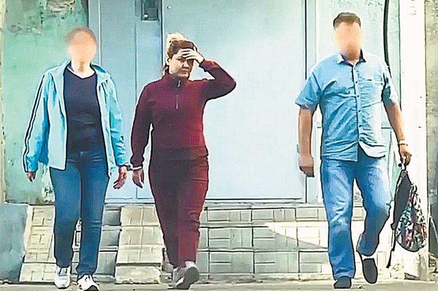 От правосудия Луизе Хайруллиной спрятаться не удалось. Теперь её могут посадить на 10 лет. На фото: момент задержания беглянки в Казани.
