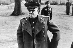 Маршал Георгий Жуков накануне наступления на Берлин. 1945 г.