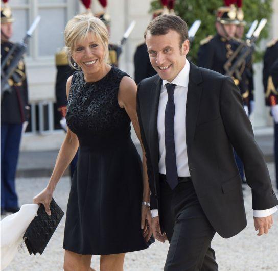 Первая леди Франции Брижит Макрон стала первой женой Эманнуэля Макрона, когда ей было 54 года. Брижит была школьной учительницей Эманнуэля, который уже в 16 лет пообещал, что непременно женится на ней. Своё слово мужчина сдержал.