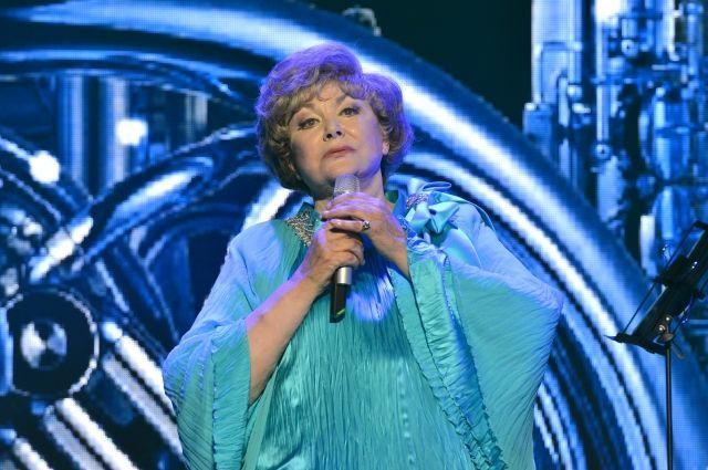 Эдита Пьеха одной из первых стала отмечать дни рождения на сцене.