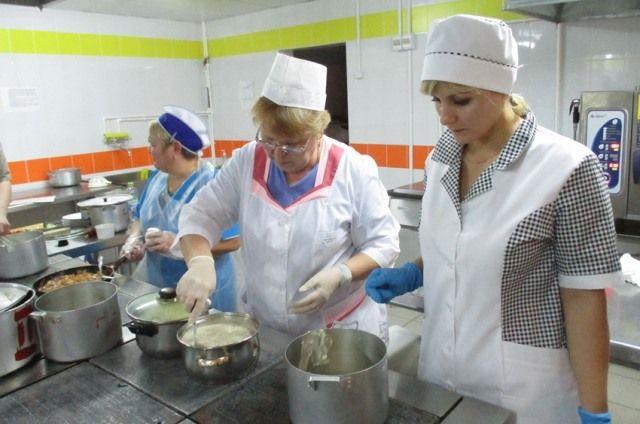 Повар – рабочий, шеф-повар – служащий.