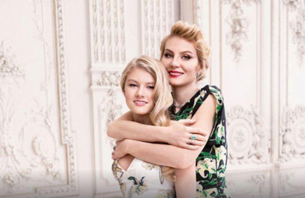 Дочь Ренаты Литвиновой, Ульяна Добровская, учится в Лондоне, ей сейчас 18 лет. За это годы он уже успела сняться в 5 кинокартинах.