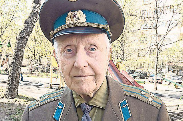 Ветеран Евгений Лебедев.