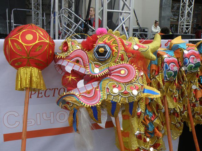 Дракон символизирует в Китае силу и достоинство, а сами китайцы считают себя потомками этого мифологического чудовища.