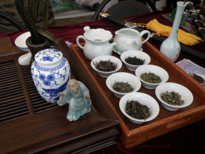 Белорусы смогли ближе познакомиться с традициями другой страны. Например, посмотреть на проведение чайной церемонии.