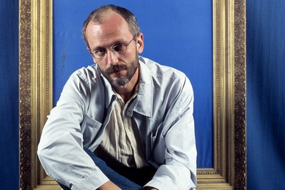 Выпускниками «Щуки» являются не только известные актеры. К примеру, в 1987 году его окончил Александр Гордон, ставший впоследствии известным режиссером и телеведущим.