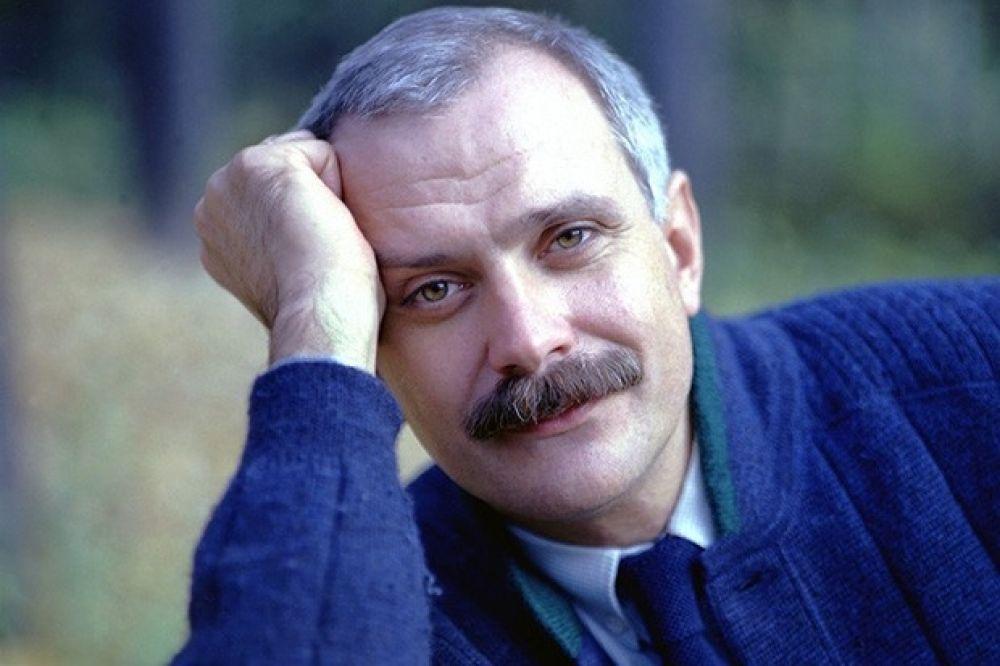 Никита Михалков поступил в Театральное училище имени Щукина в 1963 году, после того, как некоторое время занимался в студии при драматическом театре имени Станиславского. И был отчислен с четвертого курса за нарушение дисциплины. Сегодня он знаменитый режиссер и оскаровский лауреат.