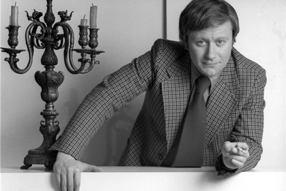 Выпускником «Щуки» был и Андрей Миронов. По окончании училища имени в 1962 году он был принят на работу в Театр Сатиры, где проработал 25 лет. На его счету роли в постановках по мотивам работ Мольера, Гоголя, Сэлинджера, Маяковского, Брехта, а также десятки любимых зрителями киноработ.